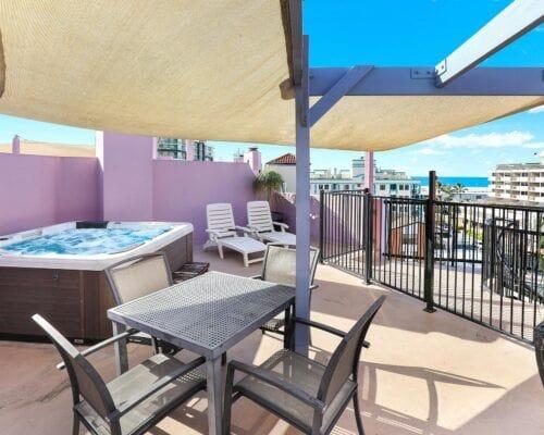 Nautilus-Mooloolaba-Resort-Unit-Apartments (7)